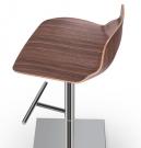 designová barová židle_Kaleidos_wood